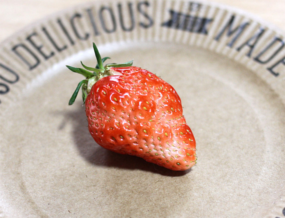 不細工なイチゴ